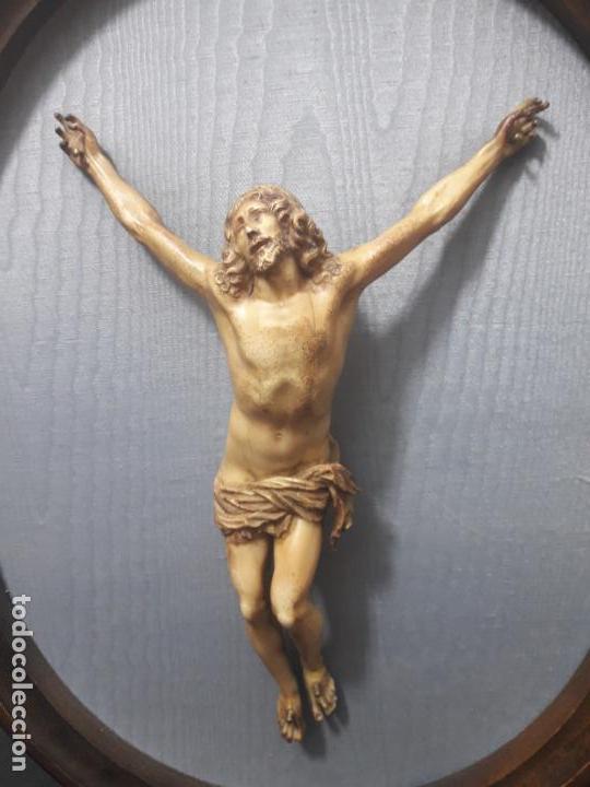 Antigüedades: Cristo de resina - Foto 2 - 147167238