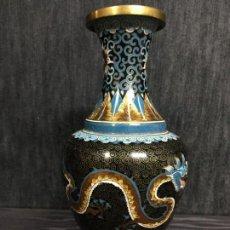 Antigüedades: JARRON ORIGINAL CHINO AÑOS 20, ESMALTADO EN CLOISONNE CON BELLA POLICROMIA. Lote 147175086