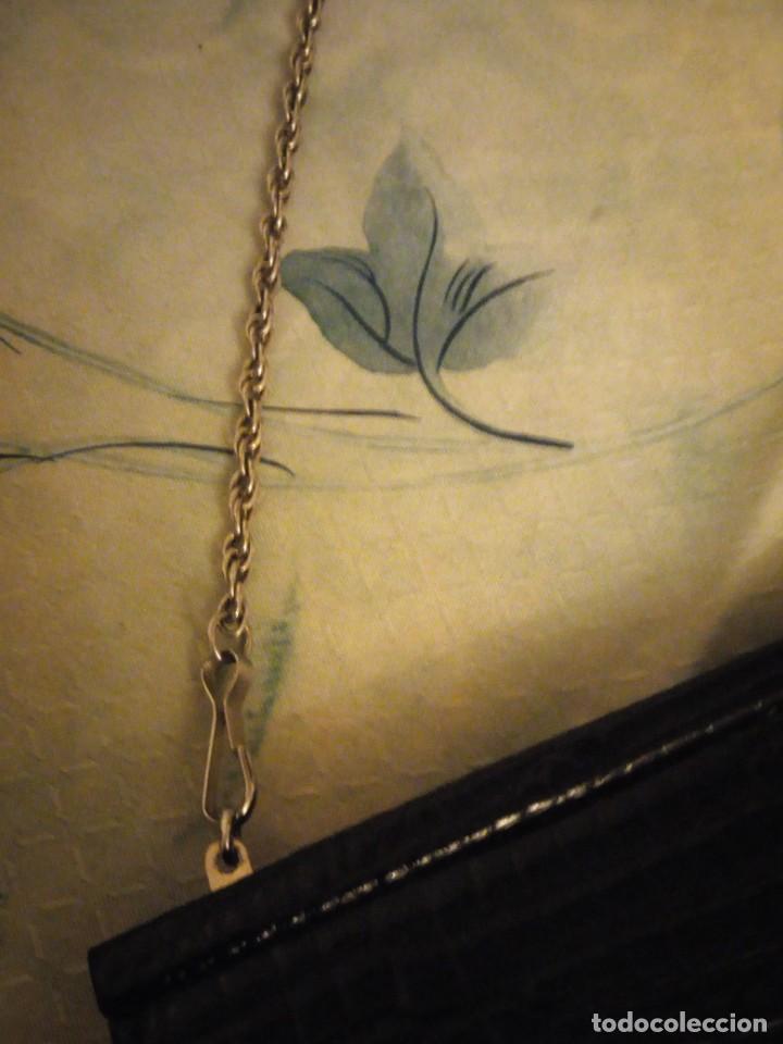 Antigüedades: Antiguo bolso de piel de cocodrilo con asa de cordón plateado,color negro ideal para rodajes. - Foto 2 - 147215002