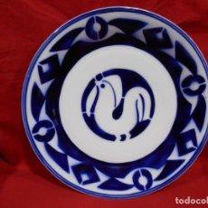 Antigüedades: PLATO DE COLECCION DE PORCELANA DE SARGADELOS EN AZUL COBALTO CON FIGURA DE PALOMA - SIGLO XX -. Lote 147225086