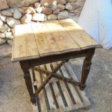 Antigüedades: ANTIGUA MESA TOCINERA CUADRADA DE GRAN TAMAÑO - TABLERO DE TABLAS. Lote 147234090