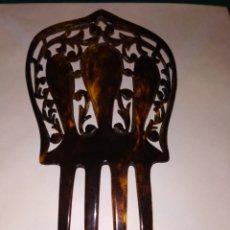 Antigüedades: PRECIOSA PEINETA CAREY TALLADA. 4 DIENTES. Lote 147237881