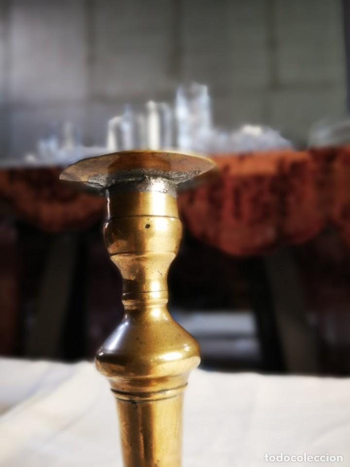 Antigüedades: PORTAVELAS DE BRONCE. MEDIADOS SIGLO XX. - Foto 3 - 147246146