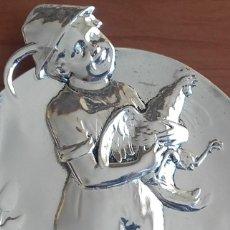 Antigüedades: BANDEJA TARJETERO ESTAÑO BRITANNIA METAL. ESTILO MODERNISTA-ART NOUVEAU. NUMERADA. MARCADA. C. 1900.. Lote 147254934