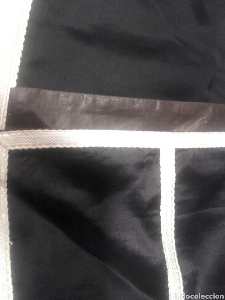 Antigüedades: Pareja de dalmáticas negras de seda con galón blanco. - Foto 4 - 44247484