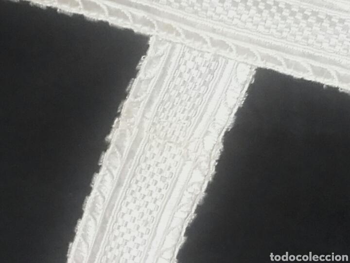 Antigüedades: Pareja de dalmáticas negras de seda con galón blanco. - Foto 8 - 44247484
