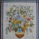 Antigüedades: MURAL JARRÓN CON FLORES Y BORDE AZUL. Lote 147294178