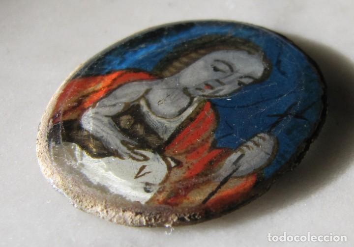 Antigüedades: San Juan Bautista pintado bajo cristal del siglo XVIII perteneciente a un relicario - Foto 2 - 147303038
