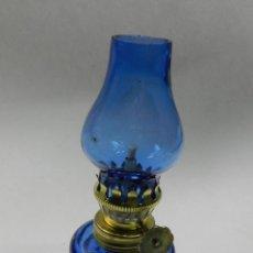 Antigüedades: ANTIGUO QUINQUE LAMPARA DE GAS CRISTAL COLOR AZUL BUEN ESTADO BONITA DECORACIÓN. Lote 147315202
