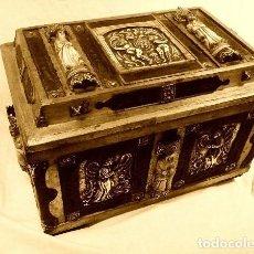 Antigüedades: ARQUETA ÚNICA, ( PLATA REPUJADA, TALLAS EN HUESO, HERRAJES, ETC) PIEZA ÚNICA( 38.5 X 26 X 24 CM ). Lote 147315246