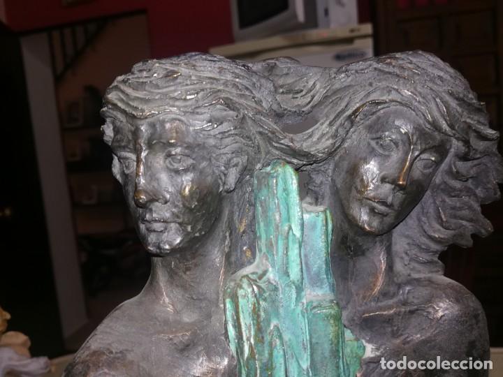 Antigüedades: Preciosa figura mujer y hombre enlazando sus manos base de mármol miren fotos - Foto 2 - 147328282