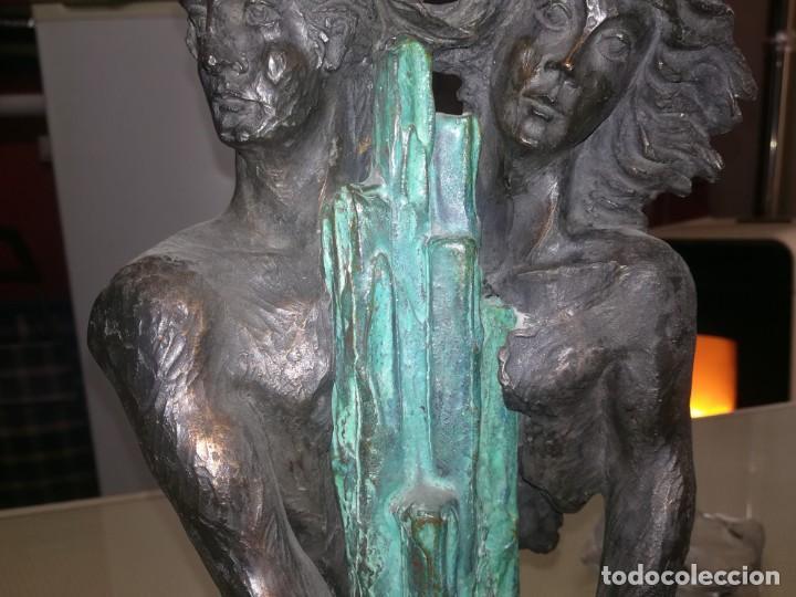 Antigüedades: Preciosa figura mujer y hombre enlazando sus manos base de mármol miren fotos - Foto 9 - 147328282