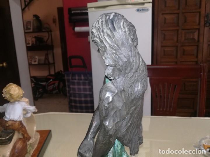Antigüedades: Preciosa figura mujer y hombre enlazando sus manos base de mármol miren fotos - Foto 10 - 147328282