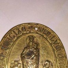 Antigüedades: METOPA O BLASÓN RELIGIOSO LA VIRGEN MARIA CON JESUS EN BRAZOS. Lote 147331401