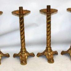 Antigüedades: PRECIOSO CONJUNTO DE ALTAR NEOGOTICO CON 6 CANDELEROS EN BRONCE. CIRCA 1890.. Lote 147332270
