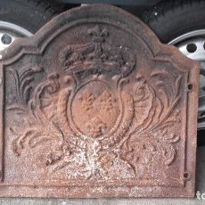 Antigüedades: GRUESA PLACA DE CHIMENEA, MOTIVO HERÁLDICO. Lote 147342566