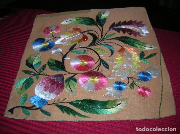 Antigüedades: Muy original bordado a mano con hilos de seda. - Foto 2 - 147358482