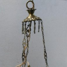 Antigüedades: LAMPARA VOTIVA EN LATON DORADO, ELECTRIFICADA.. Lote 147366078