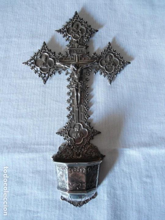 BENDITERA CON CRUCIFIJO ESTILO BARROCO EN PLATA (Antigüedades - Religiosas - Benditeras)