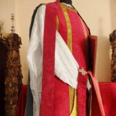 Antigüedades: CASULLA DEL SIGLO XIX EN SEDA LISA, ACOMPAÑADA DE COMPLEMENTOS A JUEGO.. Lote 147399018