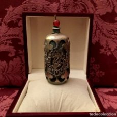 Antigüedades: SNUFF BOTTLE - PERFUMERO DE JADE CON FUNDA DE PLATA TIBETANA - 82 GRAMOS.. Lote 147409926
