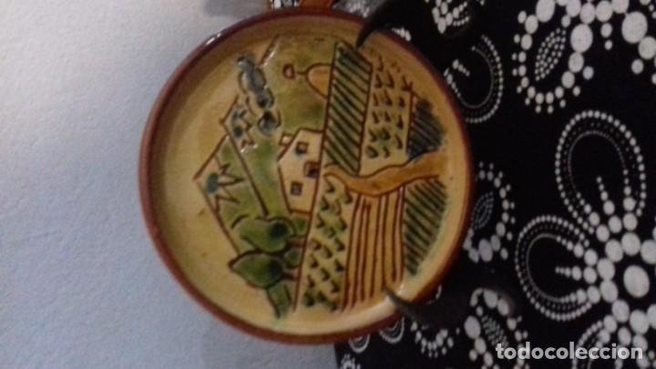 PLATO DE CERAMICA DE LA BISBAL (Antigüedades - Porcelanas y Cerámicas - La Bisbal)