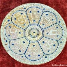 Antigüedades: PLATO DE TETÓN. CERÁMICA ESMALTADA CON REFLEJOS. MANISES. SIGLO XIX. . Lote 147424634