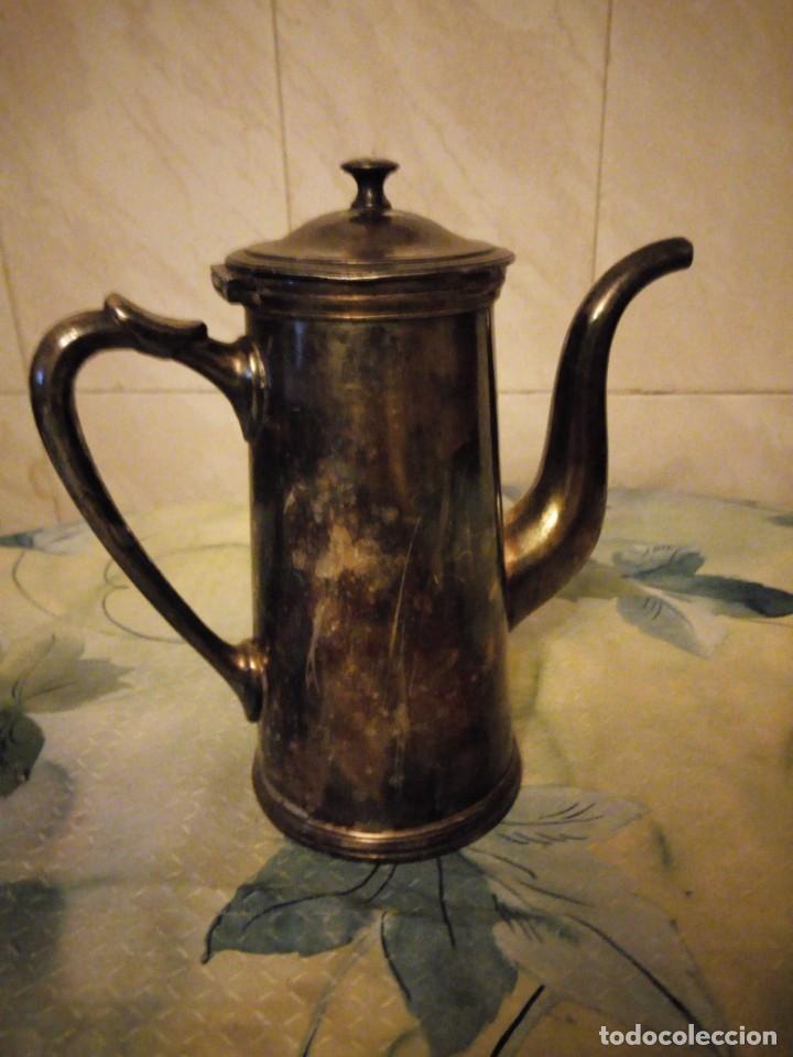 Antigüedades: Antigua cafetera de metal bañada en plata. - Foto 2 - 147439674