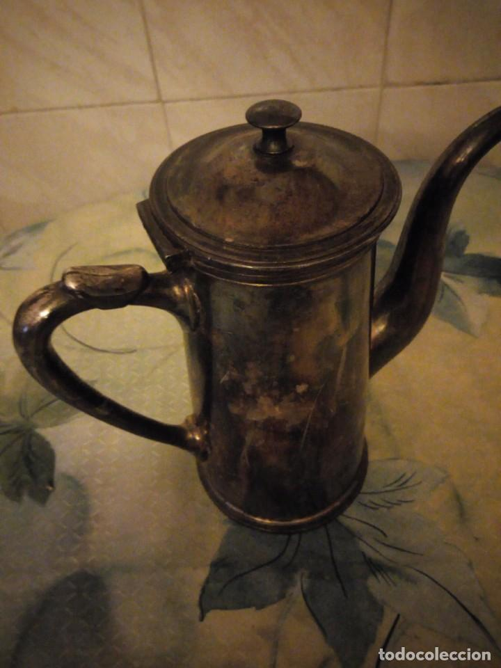 Antigüedades: Antigua cafetera de metal bañada en plata. - Foto 3 - 147439674