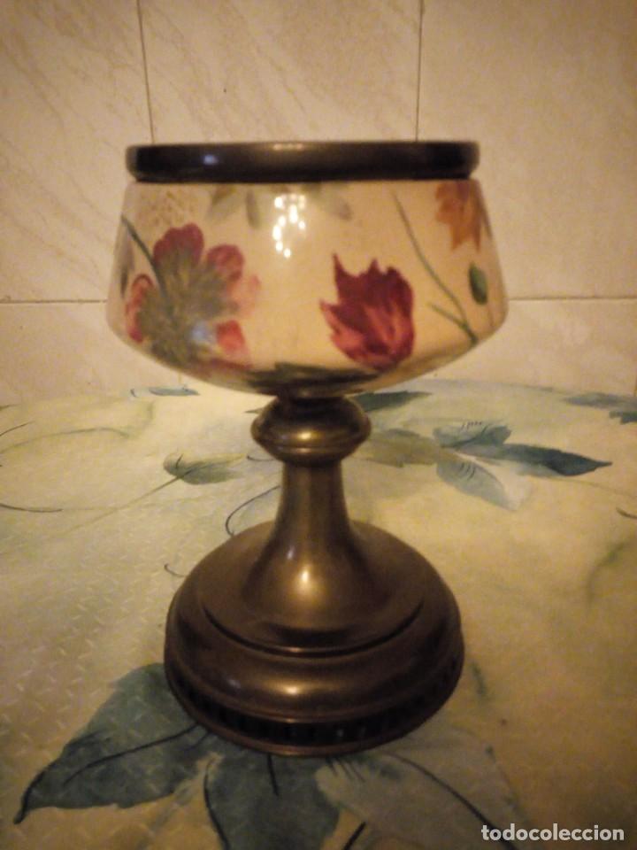 Antigüedades: Antigua copa de cerámica con latón pintada a mano. - Foto 2 - 147441070