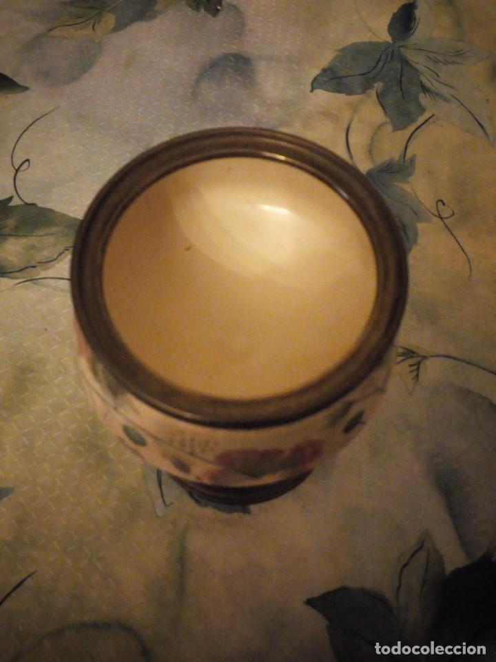 Antigüedades: Antigua copa de cerámica con latón pintada a mano. - Foto 7 - 147441070