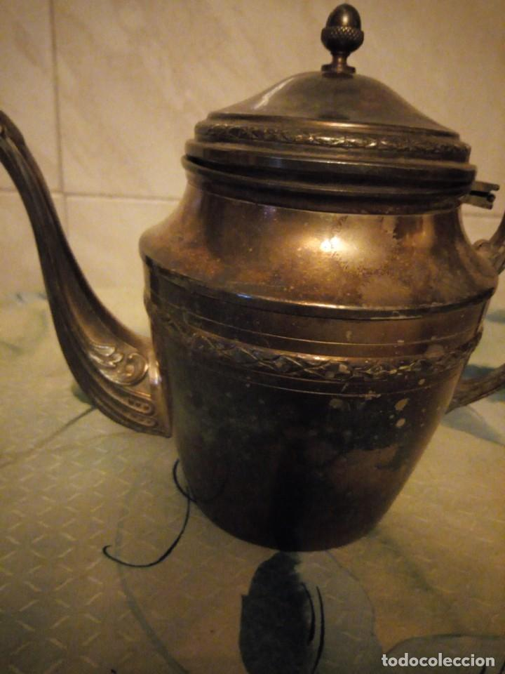 Antigüedades: Preciosa cafetera de metal bañada en plata. - Foto 2 - 147443406