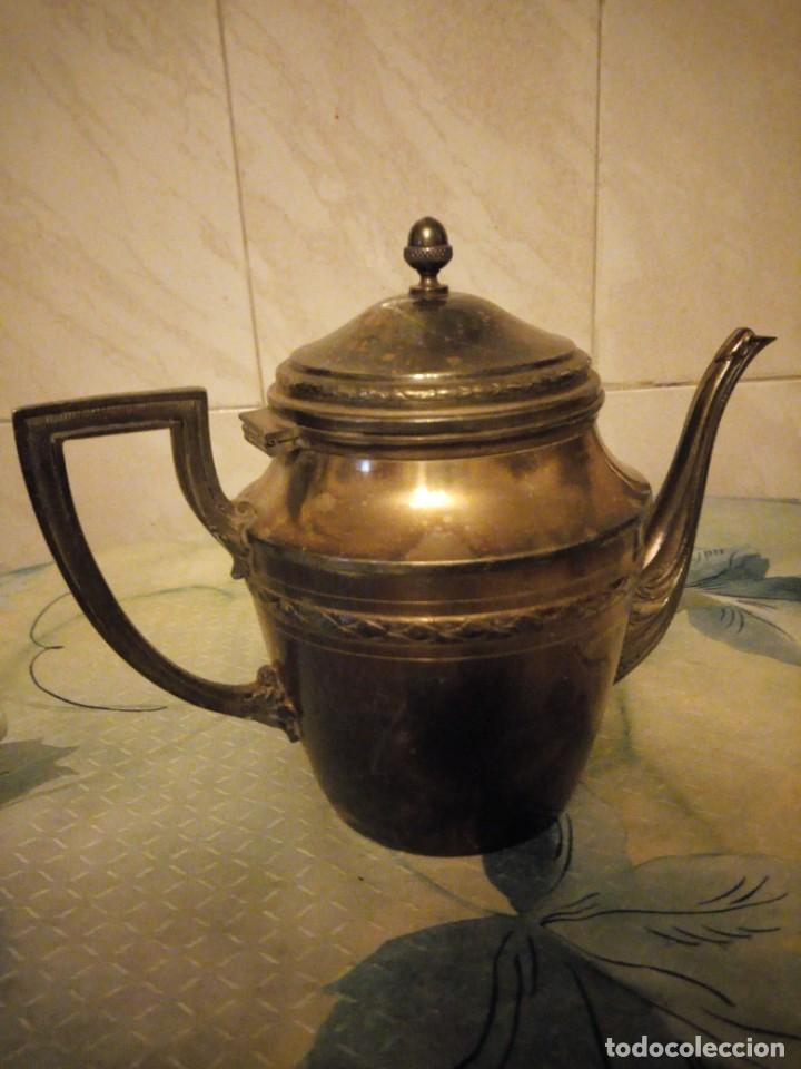 Antigüedades: Preciosa cafetera de metal bañada en plata. - Foto 3 - 147443406