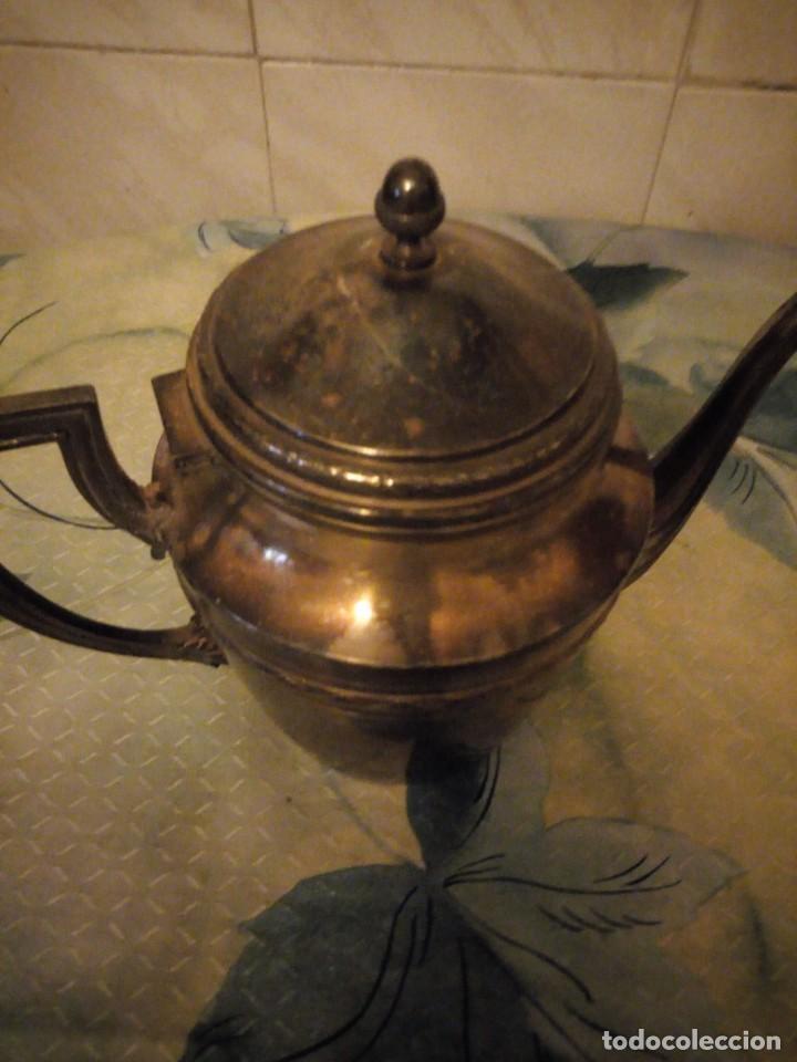 Antigüedades: Preciosa cafetera de metal bañada en plata. - Foto 4 - 147443406