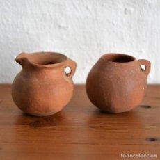 Antigüedades: LOTE DE 2 ANTIGUAS JARRAS ORZAS VASIJAS DE BARRO DE 4CM DE ALTURA. Lote 147459202