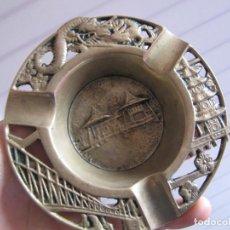 Antigüedades: ANTIGUO Y ORIGINAL CENICERO EN BRONCE/LATON LABRADO ESCENAS ORIENTALES. Lote 147473594