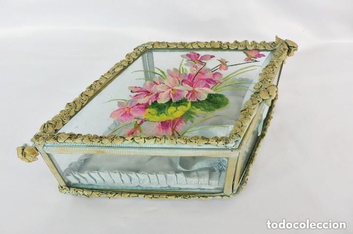 Antigüedades: Joyero caja de tocador guantes victoriano en cristal seda y pintura manual sobre cristal- S XIX. - Foto 2 - 147475862