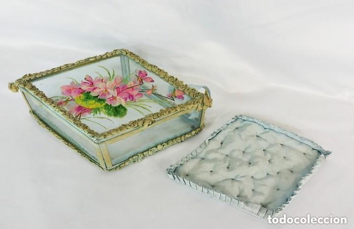 Antigüedades: Joyero caja de tocador guantes victoriano en cristal seda y pintura manual sobre cristal- S XIX. - Foto 5 - 147475862