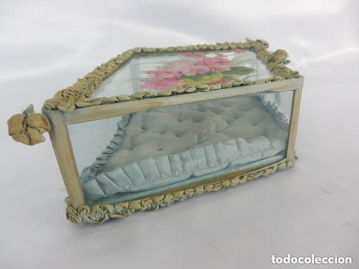 Antigüedades: Joyero caja de tocador guantes victoriano en cristal seda y pintura manual sobre cristal- S XIX. - Foto 7 - 147475862
