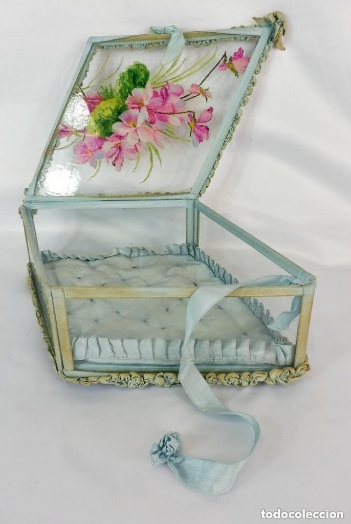 Antigüedades: Joyero caja de tocador guantes victoriano en cristal seda y pintura manual sobre cristal- S XIX. - Foto 8 - 147475862