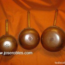 Antigüedades: COLADORES DE COBRE Y BRONCE. Lote 147498322