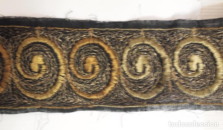 ANTIGUO ENTREDOS BORDADO NEGRO Y OCRE, 3 METROS, 6 CM ANCHO. ART DECÓ (Antiquitäten - Mode - Stickereien)