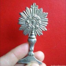 Antigüedades: SILUETA SANTO CALIZ ORNAMENTO RELIGIOSO ANTIGUO / 65 X 30 MM. Lote 147530388