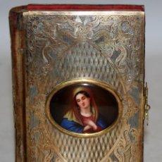 Antigüedades: EXCELENTE MISAL-DEVOCIONARIO-PLATA DORADA-ESMALTE, VIRGEN-1851.. Lote 147532222