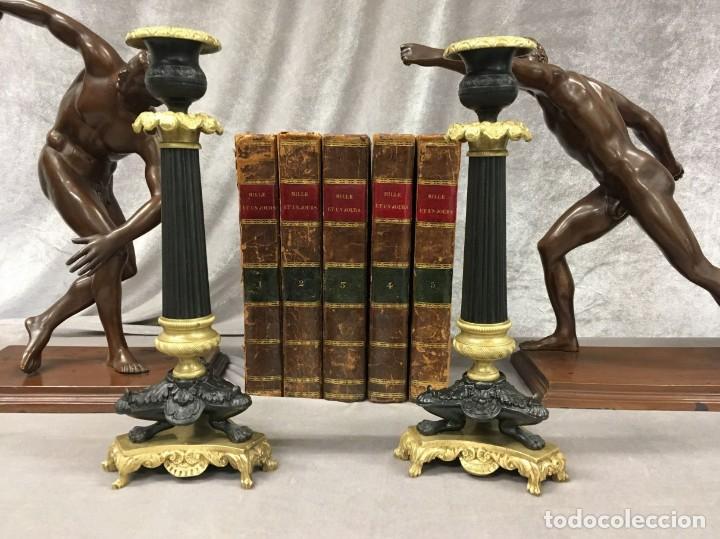 PAREJA DE CANDELEROS DE BRONCE DORADO Y PAVONADO S. XIX FRANCIA 26 CM (Antigüedades - Hogar y Decoración - Portavelas Antiguas)