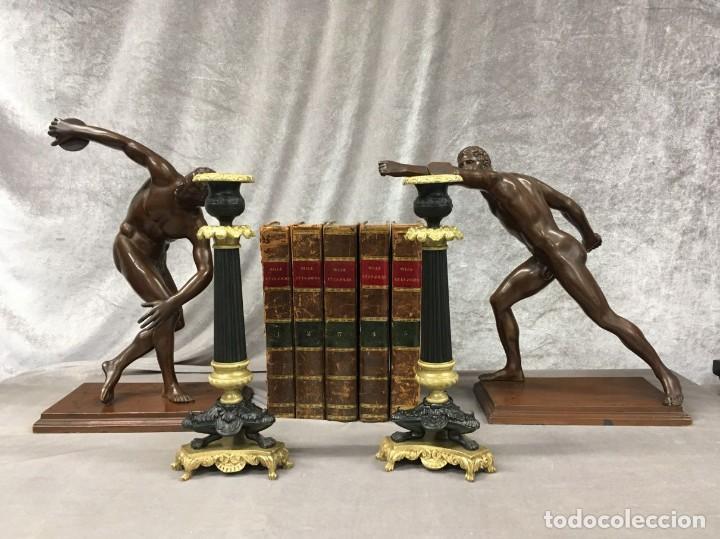 Antigüedades: Pareja de candeleros de bronce dorado y pavonado S. XIX Francia 26 cm - Foto 2 - 147549046