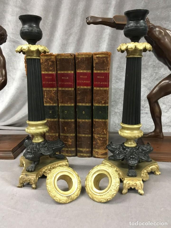 Antigüedades: Pareja de candeleros de bronce dorado y pavonado S. XIX Francia 26 cm - Foto 14 - 147549046