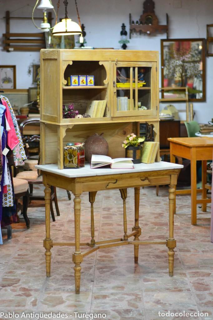 Aparador o alacena de madera antigua - armario rústico - Mueble cocina, estantería, encimera mármol segunda mano