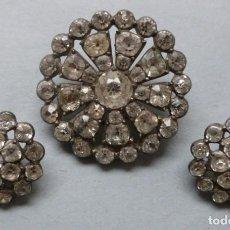 Antigüedades: CONJUNTO DE TRES ANTIGUOS BOTONES CON PIEDRAS SEMIPRECIOSAS . Lote 147590742