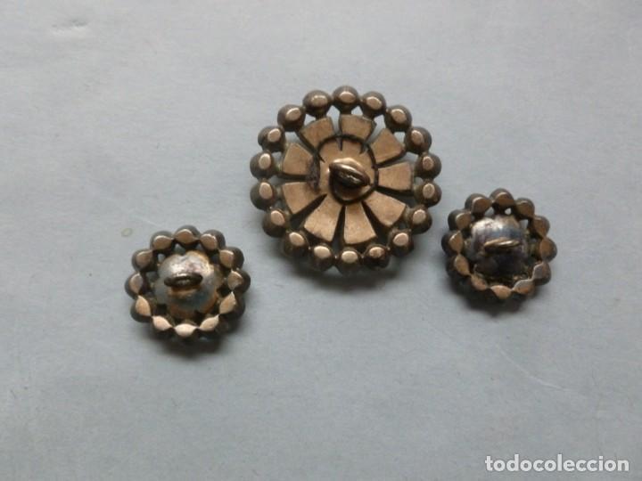 Antiquitäten: CONJUNTO DE TRES ANTIGUOS BOTONES CON PIEDRAS SEMIPRECIOSAS - Foto 2 - 147590742
